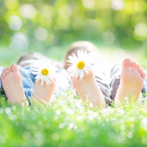 picioare in iarba