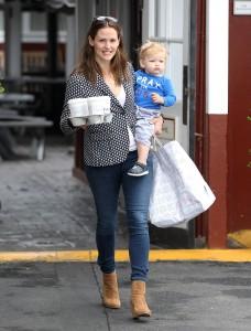 Jennifer Garner & Samuel Make A Coffee Run