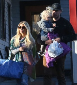 Exclusive... Jessica Simpson & Eric Johnson Out For Lunch In Boston