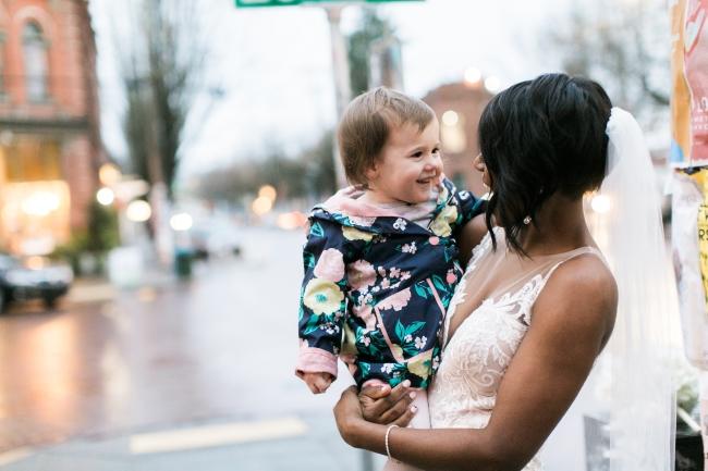 In ziua nuntii ei i-a facut cea mai frumoasa surpriza unui copil 3