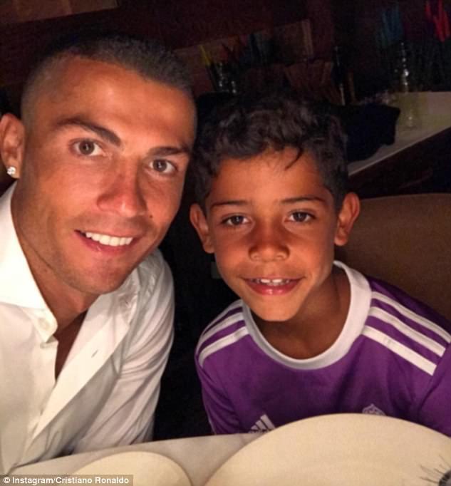 Familia lui Ronaldo, mai mare cu 2 membri 3