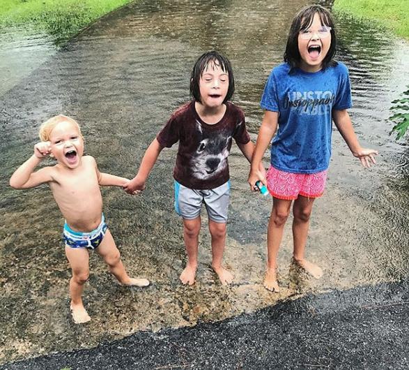 Povestea unei familii neobisnuite, salvate din Uraganul Harvey 2