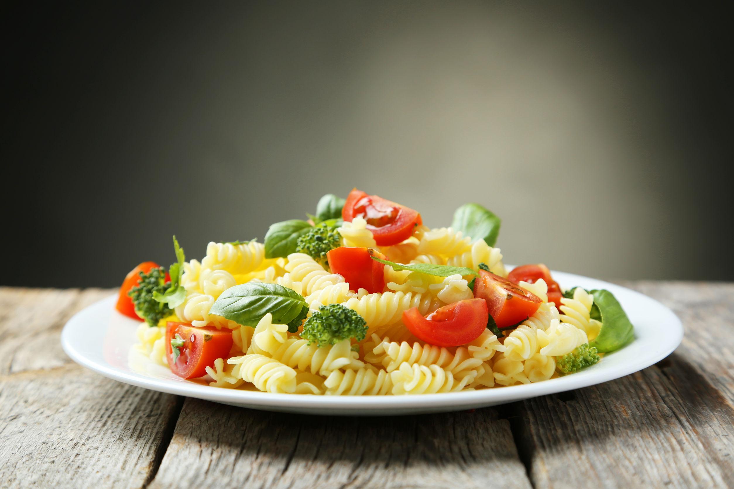 salata de paste cu legume