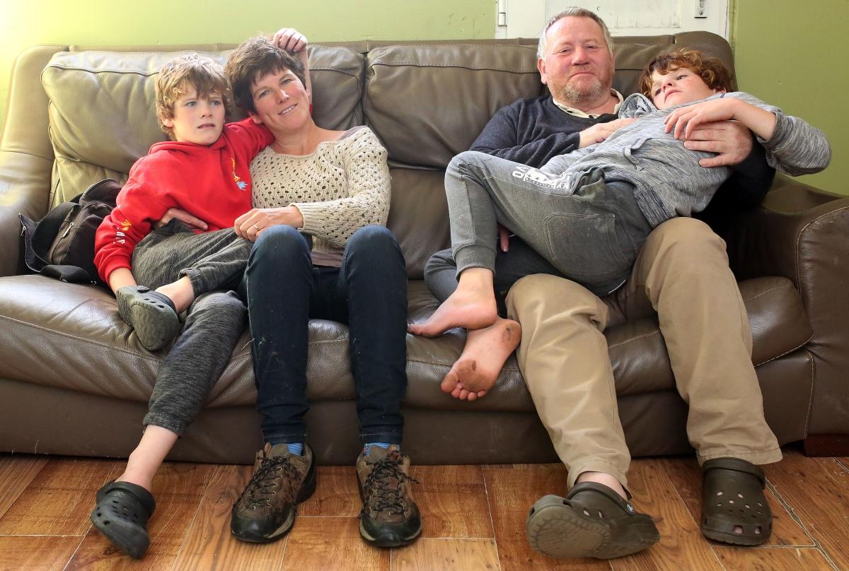 Au fost diagnosticati cu autism sever la 2 ani. Dupa o terapie controversata, au facut progrese incredibile