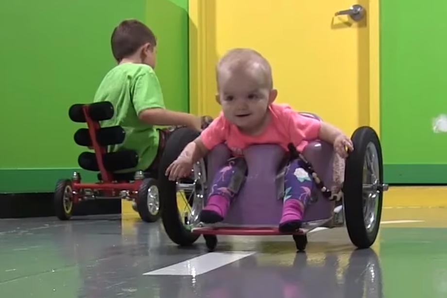 I-a construit fiicei sale de doar 7 luni un carucior cu rotile din obiecte de prin casa 3