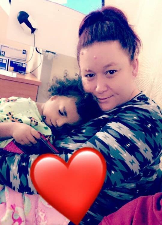 Parintii adoptivi au lasat-o in spital cand au vazut cum arata 4