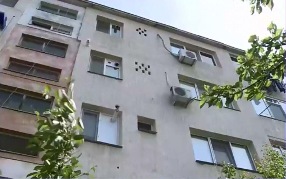 a cazut de la etajul 4