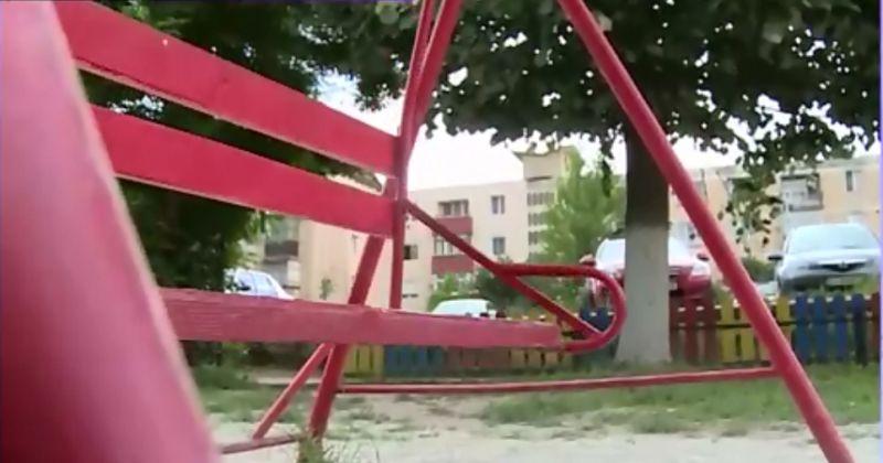 Un copil a ramas fara un ochi la locul de joaca