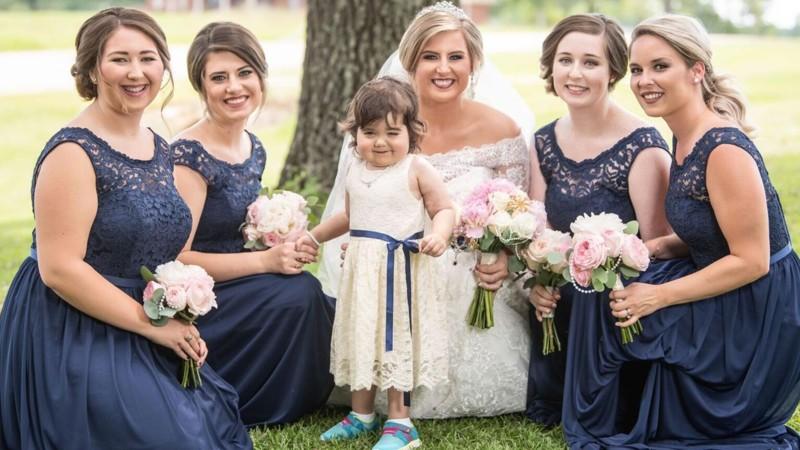 A supravietuit cancerului si a devenit domnisoara de onoare la nunta celei care i-a salvat viata 3