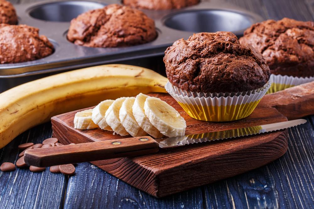 Brioșe cu banane și ciocolată