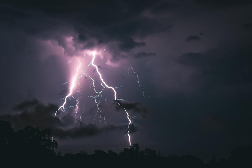 Fenomene ale naturii - Tunet și Fulger