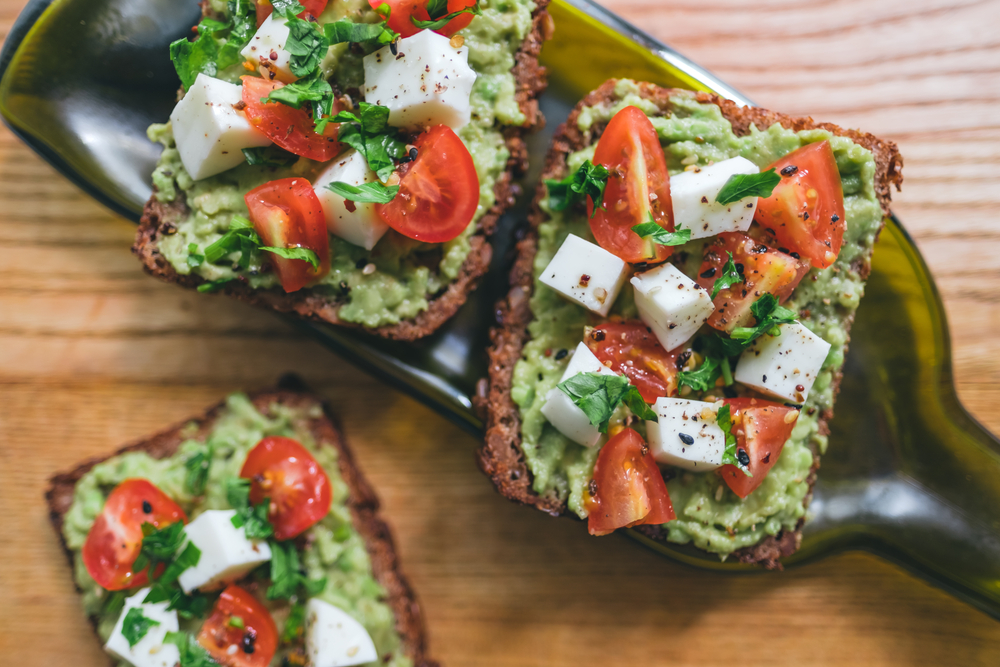 Idei de mic dejun- pâine prăjită cu guacamole