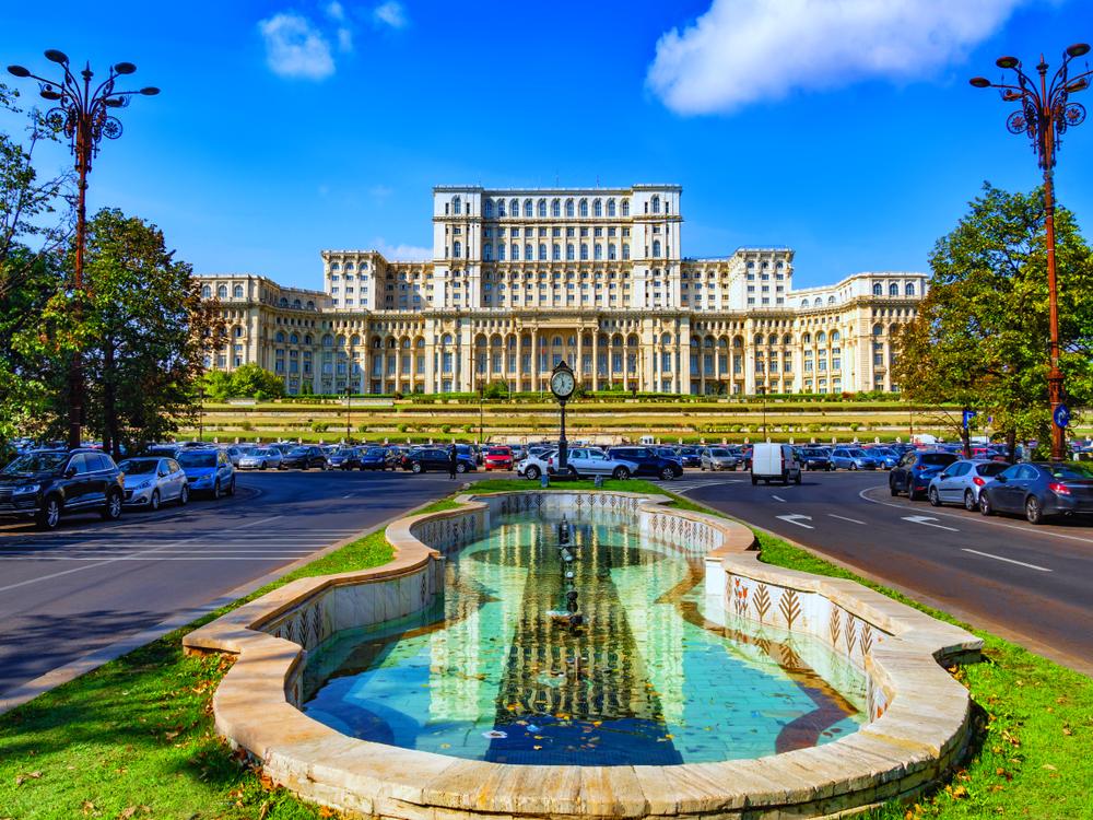 Locuri de vizitat în București cu copiii- Palatul Parlamentului