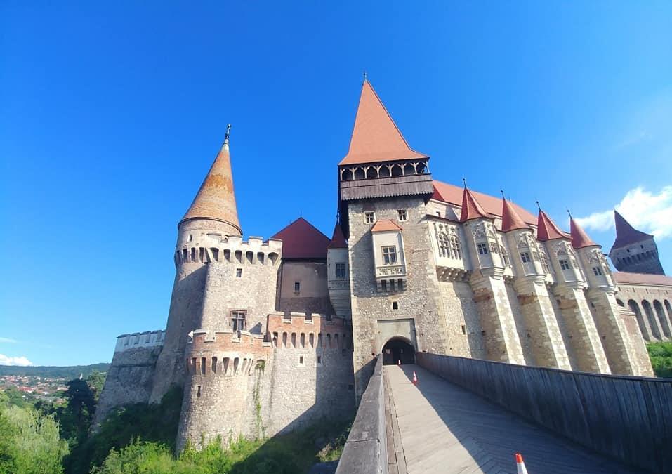 Locuri de vizitat în România cu copiii -Castelul Huniazilor